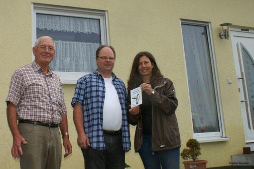 Vorsitzende der NABU Gruppe Pirmasens Steffi Hüther-Eitel, Jörg Frey und Carlo Wingerter (Mitte).