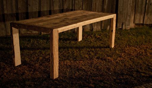 Tisch aus Fichten-Altholz