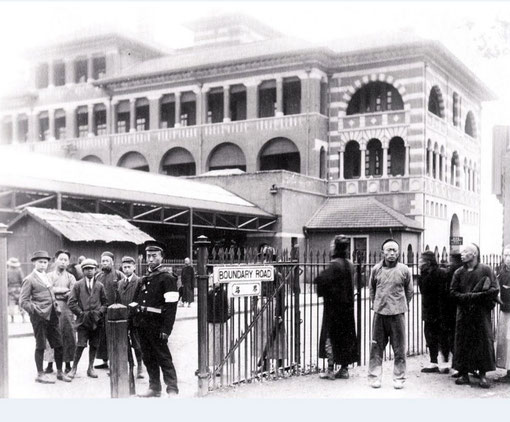 1911 : Shanghai North Raileway Station