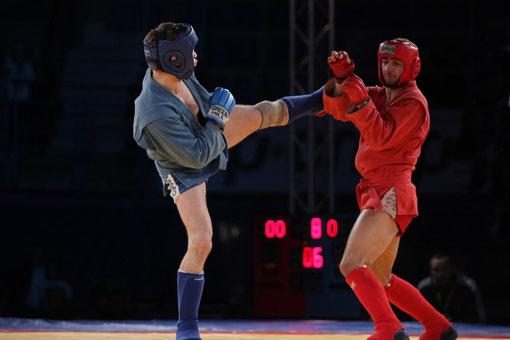 Phase de combat pied-poing d'un combat en compétition.