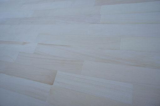 概ね白系のラミナで生産されており、非常に上品な雰囲気を醸し出しています。