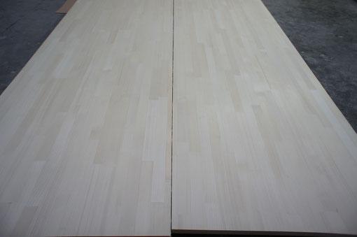 オール柾。木目が目立たないため、全体的に清潔感のある白さが際立っています。
