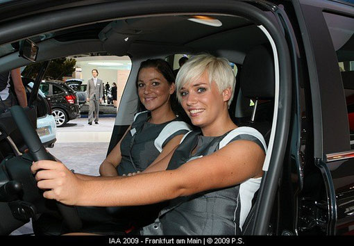 Fotos von Messegirls auf der IAA
