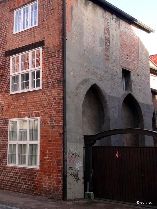 Mauerbögen des Klosters