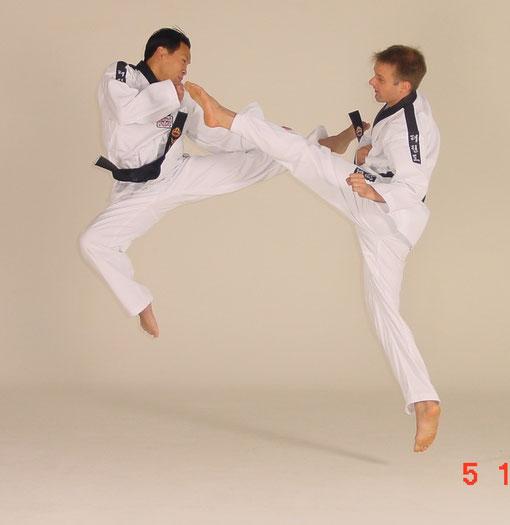 Takwondo Sprungtritt mit meinem Schüler Khin