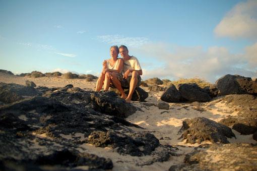 Warten auf den Sonnenuntergang: Wesentlich romantischer als eine Bar, außerdem erheblich günstiger.....