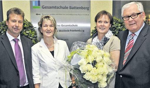 v.l. Herr Gaß, stellvertr. Schulleiter, Frau Opper-Fiedler vom Staatlichen Schulamt und das Ehepaar Frenzl