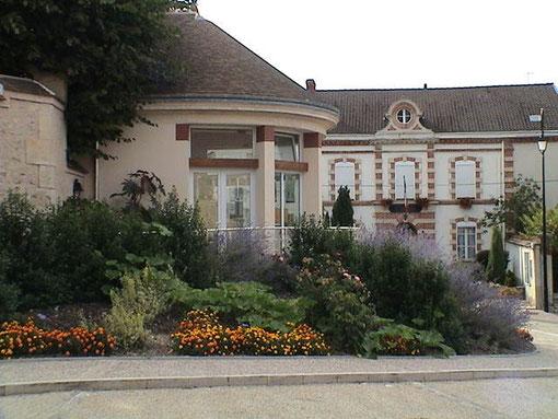 Le kiosque et la mairie