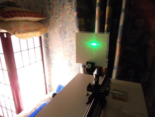 Expérience de reconstitution de phénomène avec laser et fentes de Young DR