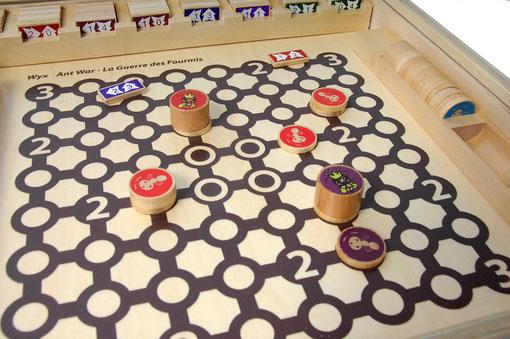 Wyx, la guerre des fourmis pour Aritma. Du beau matériel tout en bois.