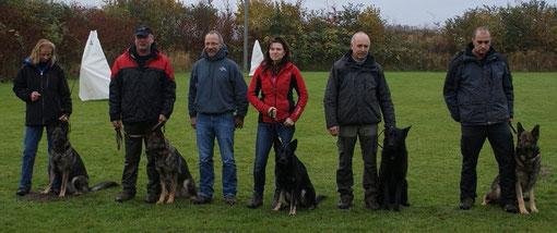 alle Wannaer Höhen Hunde die teilgenommen haben und ihr stolzer Züchter Horst-Dieter Träger