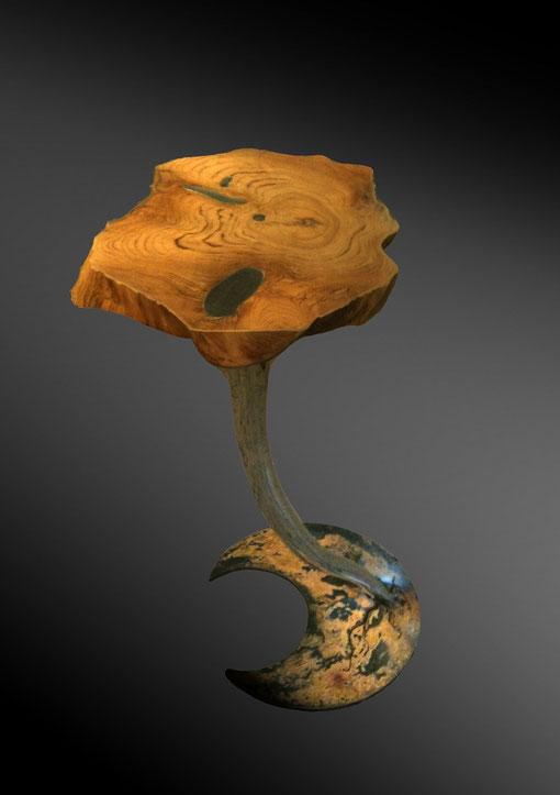 Bild: Beistelltisch aus Baumscheibe, Edelstahl und Stahl
