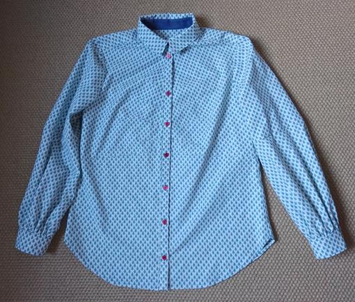 selbstgenähte, kleingemusterte Bluse aus gut abgelagerten Stoff aus den 80ern © GriseldaK 2019