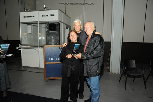 Maestros Dominique Portier-Tito Barbon entregan premio mejor maestra