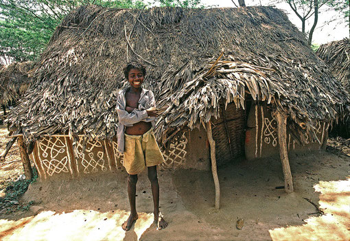 Typical simple Irular hut with thatched roof!