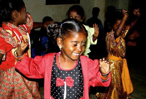 Die Irular-Kinder, die eine gute Ausbildung und vor allem eine gehaltvolle Schulspeisung erhalten, sind temperamentvoll und vergnügt.
