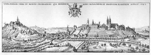 Die Residenzstadt Freising war mit ihrer hochfürstlich-geistlichen Regierung souveräne Landeshauptstadt. Der Fürstbischof war als Reichsfürst nur dem Kaiser unterstellt. Im Gegensatz zu Erding war Freising keine Stadt des Handels sondern der Verwaltung.