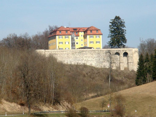 Schloss Grafeneck, 28.03.2012, Foto: Unterillertaler, Wikimedia Commons, Lizenz: Creative Commons Attribution-Share Alike 3.0 Unported