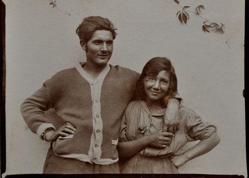 Rällu (Railo) und Utzula (ausgesprochen: Utzalä), ein Sinto und eine Sintiza, 1924, Wittendorf, Foto: Wilhelm Paret, Bildrechte: privat, alle Rechte vorbehalten!
