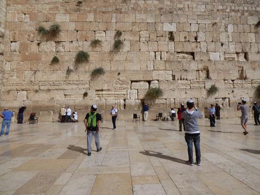 Открытый для паломников участок Стены Плача