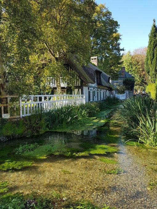 Eines der schönsten Dörfer Frankreichs - Veules-les-Roses (25.08.2027