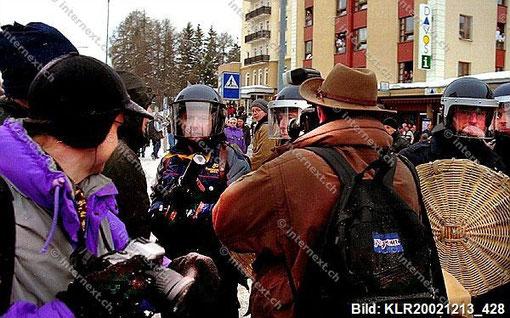 Illegaler Polizeieinsatz: Demonstration gegen das World Economic Forum in Davos mit einem massiven Polizeiaufgebot aus der ganzen Schweiz. Kein Durchkommen - auch nicht für die Presse! | Foto: Klaus Rózsa / photoscene.ch