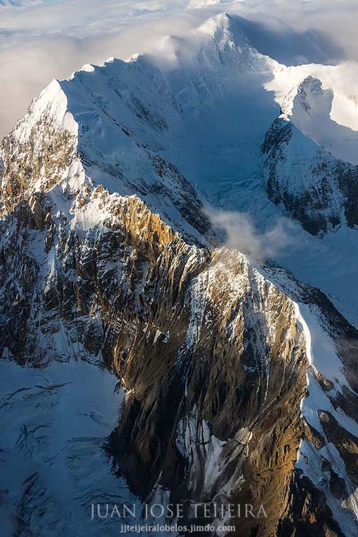 Vista aérea sobre la cadena montañosa de St. Elias.