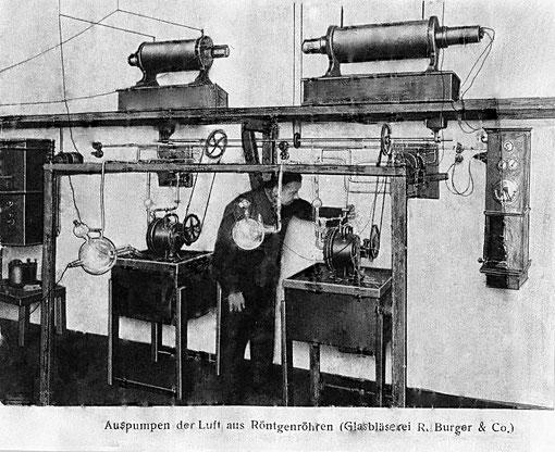 Anlage zum Auspumpen der Luft aus Röntgenröhren der Fa. R. Burger & Co.