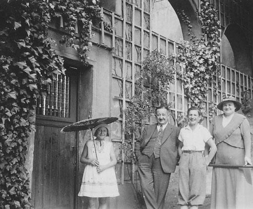 Ehemalige Inhaber eines Geschäftes im Bahnhof Bad Nauheim 1924; Foto: privat