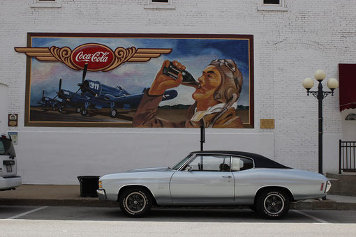 Vintage car in Pontiac, Illinois, Route 66