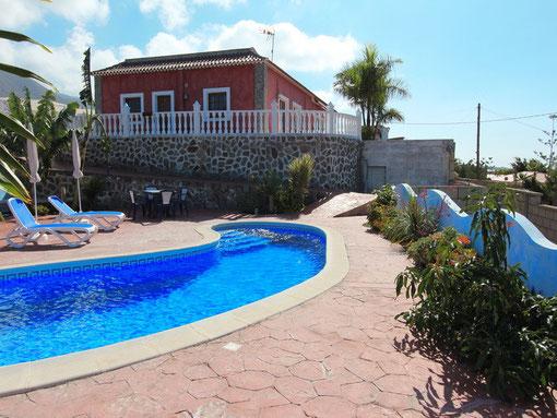 Bild: Pool und im Hintergrund sieht man das Fincahaus.