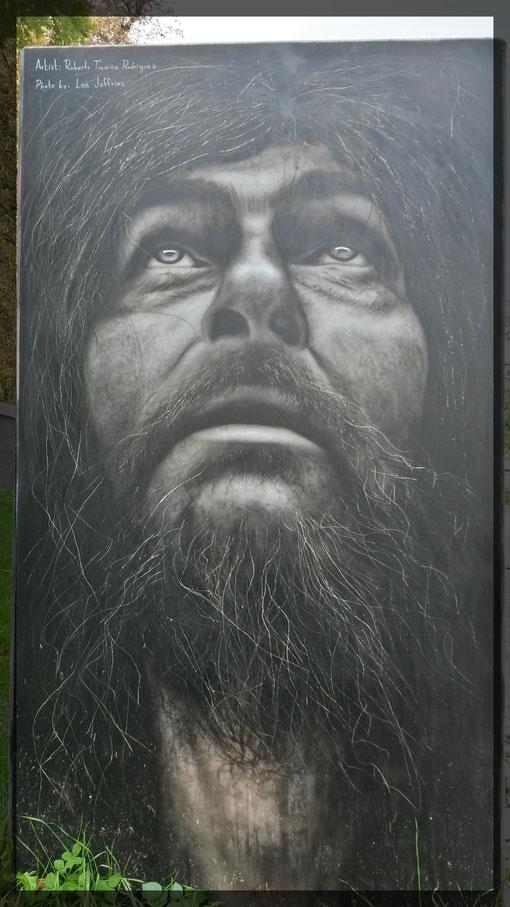 Mannshohes Portrait bei der Eröffnung der Rhineside Gallery