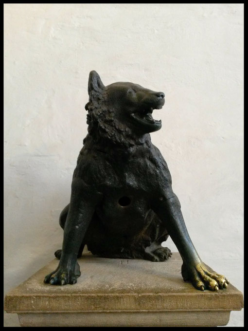 Der Wolf mit Loch in der Brust symbolisiert die verlorene Seele