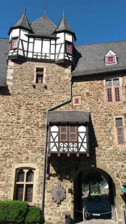 Auf Schloß Burg