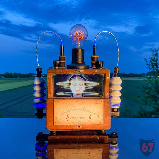 Upcycling lightart artwork with antique found objects and junk - Antique Russian Voltmeter with modern Video display - JayKay67Design by Jürgen Klöck