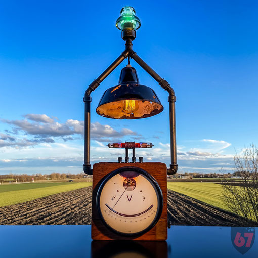 Upcycling lightart artwork with antique found objects and junk - Voltmeter EAW Enamel lampshade DIY maker steampunk - JayKay67Design by Jürgen Klöck
