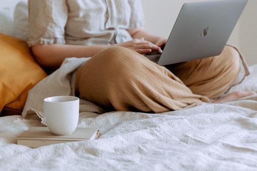 Bei der virtuellen Kaffeepause neue Leute treffen (Foto: Tatiana Syrikova von Pexels)