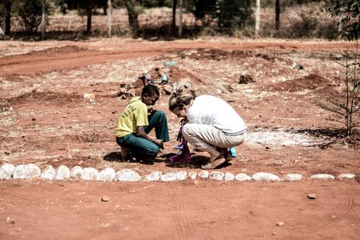 Bildung in Afrika muss nicht immer einseitig gedacht werden - an der One World Secondary School Kilimanjaro steht gegenseitiges Lernen im Mittelpunkt