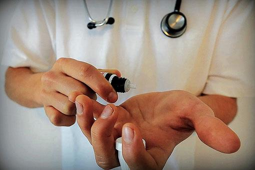 Heilpraktiker, Homöopathie, Gobuli. Wie finde ich einen guten Heilpraktiker? Alternativmedizin, Naturheilkunde Frankfurt. Blogbeitrag von der homöopathischen Praxis Thielmann in Frankfurt.