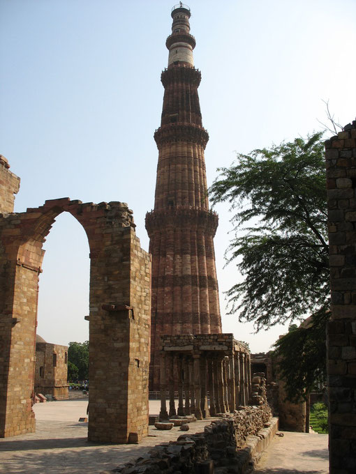 Der Turm Qutb Minar in Delhi