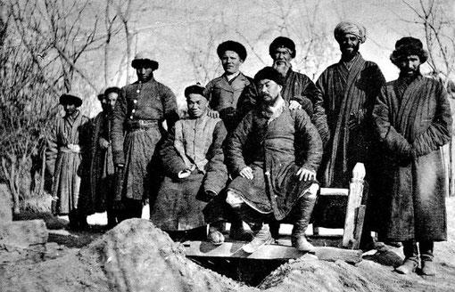 La politique étrangère de la Chine. Le Turkestant chinois et ses habitants, étude ethnographique et sociologique.
