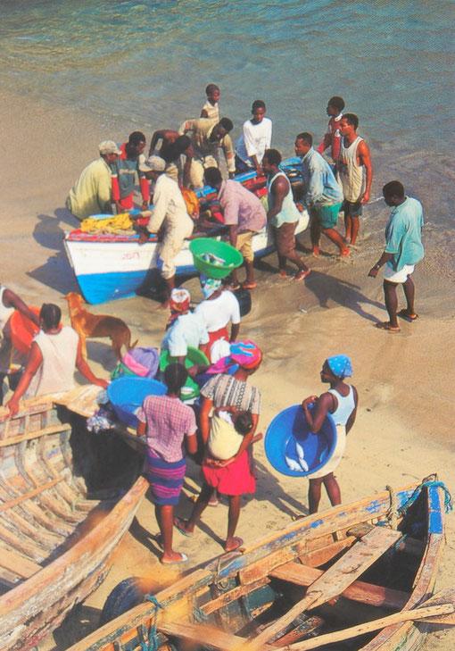 Das Anlanden der Fischer ist die Atraktion   ST.ANTAO / CABO VERDE