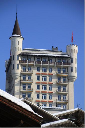 Geschafft, das Palace von Gstaad. Nun gibt es Mittagessen; aber unten im Dorf ;)