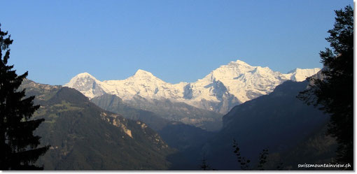 mit herrlichem Blick auf Eiger, Mönch und Jungfrau.