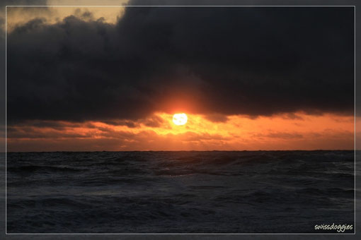 """und wir einmal mehr fasziniert dem Spektakel """"Sonnenuntergang"""" zuschauen."""