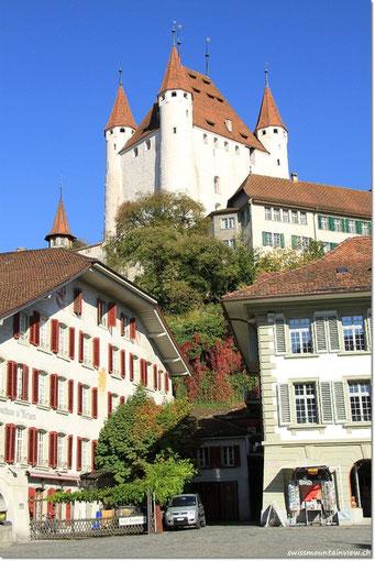 Schloss Thun, vom Rathausplatz aus gesehen
