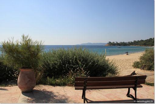 Wie die letzten Tage ist es auch heute sonnig und heiss, da es unter der Woche ist, hat es aber bedeutend weniger Leute am Strand.