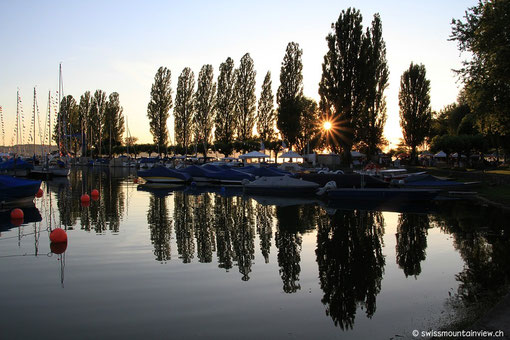 bald darauf einen wunderschönen Sonnenuntergang am Hafen.