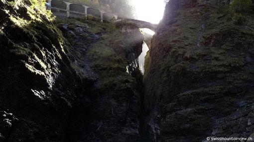 Nach der Besichtigung in der doch eher düsteren Schlucht, zieht es uns weiter Richtung Tiefencastel und