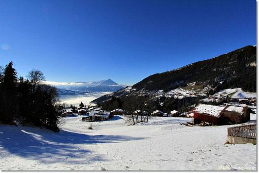 Zuerst waren wir bei swissmountainview.ch - unserer Ferienwohnung und haben dort die Sonne und die tolle Aussicht auf die Berge und das Nebelmeer genossen.